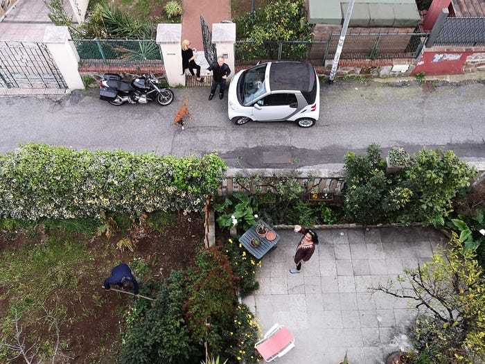 Social distancing photo gallery - people in Italy cooking and drinking aperitif outside from their gardens