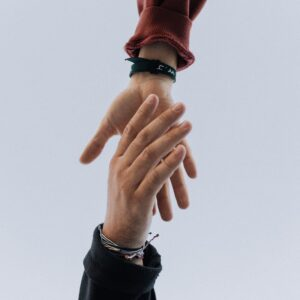 two hands holding - inbound marketing